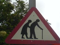 panneau signalisation- traverse personne agée