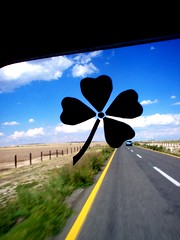 ¡ La suerte me persigue ! (mayavilla) Tags: viaje carretera cielo mala buena suerte trebol porlaventana atravesdelcristal