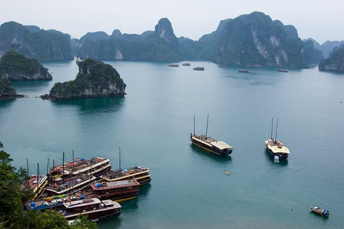Ha Long Bay (by Kalabird)