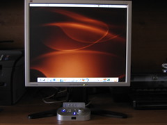 "My ViewSonic VP191s 19"" LCD.  (Ubuntu Linux w/GNOME on the screen). (Scott Beamer) Tags: computer gnome display monitor speaker linux lcd ubuntu 19 speakers tft alteclansing ubuntulinux mycomputer dapper viewsonic fx6021 19inch dapperdrake vp191s"