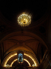 Luces en la Oscuridad (mayavilla) Tags: luces interior iglesia parroquia sanfe candil