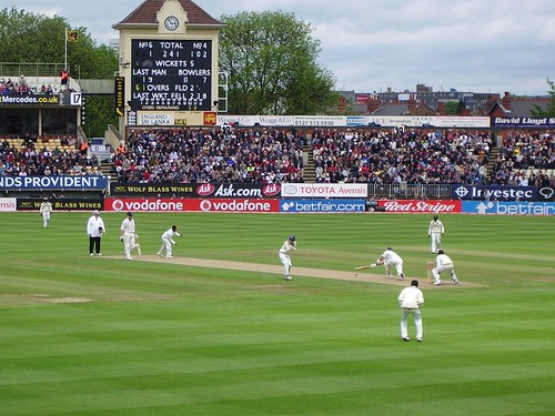 Pietersen sweeps Murali