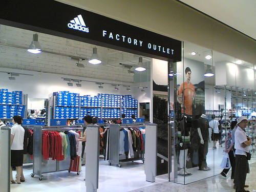 Online outlet stores are becoming increasingly popular, which is great news for online shoppers since online outlet stores offer a fantastic way to get the best brands for prices well below retail.