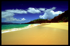 Big Beach at Makena (laszlo-photo) Tags: ocean sky beach hawaii sand surf pacific maui pi makena bigbeach