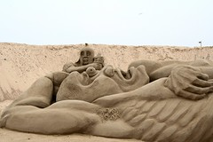 Great Yarmouth SandSculpture Festival - Odysseus And Cyclops (Colonel Blink) Tags: norfolk kitsch cyclops expensive greatyarmouth sandsculpture ancientgreece tedium polyphemus odysseus colonelblink notsepia