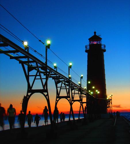 フリー画像| 人工風景| 建造物/建築物| 灯台/ライトハウス| シルエット| 夕日/夕焼け/夕暮れ|      フリー素材|