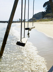 soledad vol.1 (alterdiego) Tags: costa exterior oleaje playa ola entretenimiento nadie columpio
