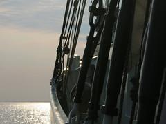 Mare Frisium_03 (farbgeistfee) Tags: sailboat mare hamburg reflexion elbe gegenlicht segelbbot firisium2