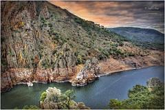 (173/15) El Cerro del Cortado (Pablo Arias) Tags: españa paisajes naturaleza nature rio photoshop spain cielo nubes cáceres hdr texturas montañas monfragüe photomatix parquenacionaldemonfragüe pabloarias