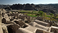 ruins of the abandoned village Kharanagh - Iran (André Schönherr) Tags: 40d visionhunter iran kharanagh desert village dorf ruinen ruins histroic lehm