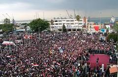مسيرة احتجاجية في اللاذقية تدعو الى اعدام احد افراد عائلة الاسد (albaldtoday) Tags: سوريا اللاذقية بشارالاسد سليمانالاسد
