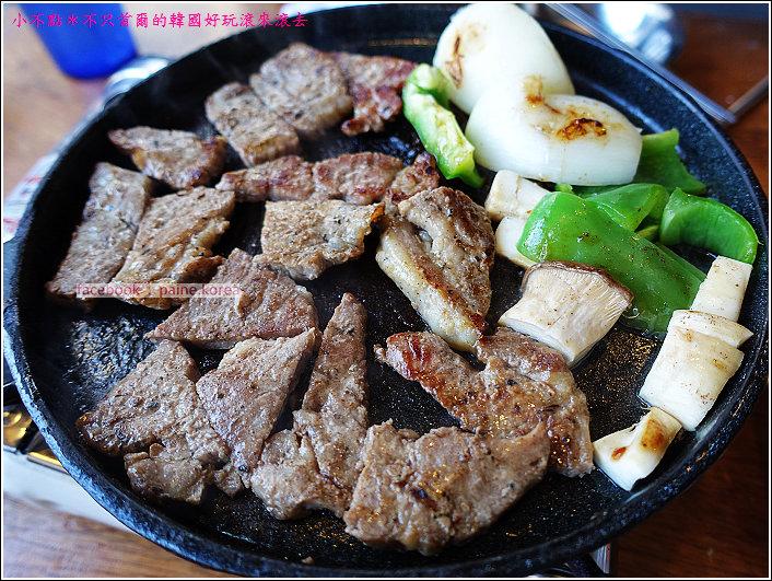 首爾雙雙帳棚馬車一公尺肉串 (22).JPG