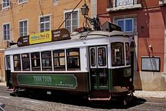 DSC00358-Korkowy tramwaj z Lizbony (dreptacz) Tags: lizbona portugalia stolica miasto graffiti sony slt lustrzanka tramwaj sonyflickraward ulica szyny korek pojazd transport