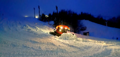 Soon. (Papa Razzi1) Tags: 8568 2017 009365 pistenbully slopes shaping snow winter january hope weather white preparing machine