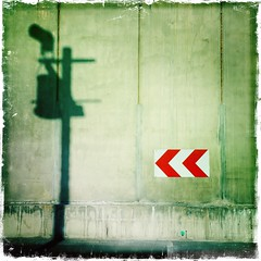 Chantier en rouge et vert - Abstract dock in red and green. (Chris, photographe de Nice (French Riviera)) Tags: artmoderne contemporaryart modernart abstrait abstractart artconceptuel carré square iphone artcontemporain photographiecontemporaine conceptualart