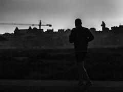 Las Salinas, paseando (Adisla) Tags: olympus em1 mzuiko 40150mm f28 bn humano deporte