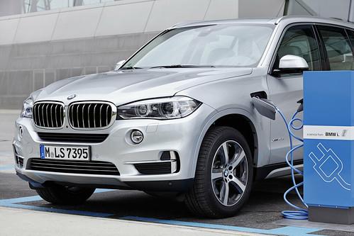 "BMW X5 PHEV <a style=""margin-left:10px; font-size:0.8em;"" href=""http://www.flickr.com/photos/128385163@N04/19115017671/"" target=""_blank"">@flickr</a>"