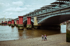 """Low Tide Walk On The Thames River Under The Chatham And Dover Railway Tracks - London, England, 2016 (Photographie Alexi """"Alvin"""" Dagher Photography) Tags: 1864 2016 algae architectural architecture arms bird blackfriarsbridge bluesky brown clouds cloudy constructioncranes crow day decorative detail england glass heritage holdinghands horizon horizontal ironwork layers leadinglines locomotive london londonchatamanddoverrailway new old ornate outdoor outside overcast people plaque platform railwaybridgeacrosstheriverthames red repetition rythm signage steel stones strolling structure summer thamesriver train transport transportation two uk vanishingpoint verylowtide walking women â©alexidagher"""