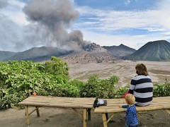 IMG_4010 (JoStof) Tags: indonesia java bromo volcano eruption ash smoke seaofsand tengger caldera jawatimur indonesië idn