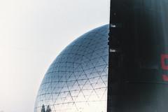Le Vaisseau (johann walter bantz) Tags: sky citédelasienneetlindustrie original futurevision futur futures surréaliste sureal art modern geode color villette paris artofvisual 85mm nikond4s detail lagéode sousmarin