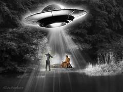 Botschaft (AlicePopkorn) Tags: et ufo botschaft monk