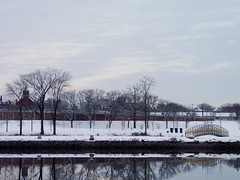 Looking towards New Brunswick (Dendroica cerulea) Tags: snow snowstorm sky clouds river buildings city reflection winter elmerbboydmemorialpark elmerbboydpark boydpark newbrunswick raritanriver ayresbeach redsmarina highlandpark middlesexcounty nj newjersey