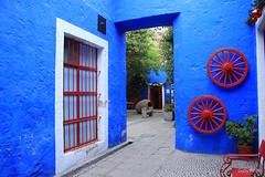 El patio azul (Gaby Fil Φ) Tags: arequipa casonasdearequipa regiónarequipa perú sudamérica arquitectura arquitecturacolonial ciudadescolonialesdeaméricalatina azul patrimoniodelahumanidad patrimonio ph568