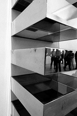Icnes Amricaines - RMN - Grand Palais - SFMOMA Collection (mArc ferr) Tags: bw paris reflection art museum sfmoma exhibition muse collection exposition popart abstraction minimalist donaldjudd grandpalais rmn icnesamricaines abstractionsminimalistes