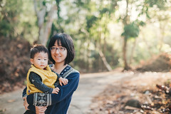 Yestin & Mom (Randy Wei) Tags: mitakon zhongyi speedmaster people sunlight outdoors chicken countryside woods farm animal sun winter kids children