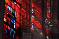 Lumière sacrée. / Sacred light. (alainragache) Tags: vitrail stainglass rouge red light lumière canon600d