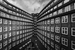 inner yard (Blende1.8) Tags: hamburg hh chilehaus architecture architektur wideangle building gebäude inneryard window windows fenster fassade facade black white schwarz weiss mono monochrome monochrom carstenheyer urban sky himmel outdoor sigma 816mm nikon d7000 germany deutschland