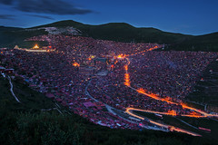 Lharong Monastery of Sertar (Jaykhuang) Tags: china houses sunset mountains temple buddhist tibet institute monastery valley bluehour sichuan seda tibetanplateau lighttraffic serda sertar lharong jayhuangphotography