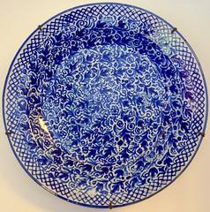 blues (3) (canecrabe) Tags: bleu plat céramice faïence gérone girona gerona catalogne rond cercle hispanomauresque casamaso rafaelmasoivalenti architecte