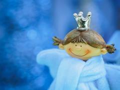 Keep yourself warm, little Princess (Karsten Gieselmann) Tags: available blau bokeh em5markii farbe jahreszeiten licht microfourthirds olympus orange private weihnachten weis winter blue color kgiesel light m43 mft seasons white crown