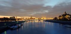 Elbe und Dresden am Abend (Veit Schagow) Tags: dresden dresdenmriver fluss abend langzeitbelichtung albertbrücke carolabrücke elbe albis labe dreszdyn altstadt skyline