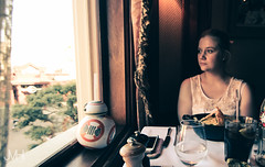 Looking trough the window (Jojo_VH) Tags: 2016 americanrestaurant bb8 dlp dlpfood disneylandparis food walts cute pictureperfect summer portrait people restaurant