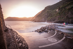 Sunset on Vernazza in Cinque Terre (Jonathan Haider) Tags: longexposure italy italia liguria cinqueterre vernazza italie ligurie poselongue cinqterres