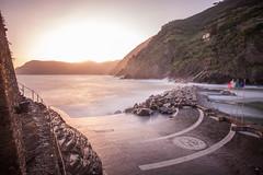 Sunset on Vernazza in Cinque Terre (Jonathan Haider) Tags: longexposure italy italia liguria cinqueterre vernazza italie ligurie poselongue cinqterres