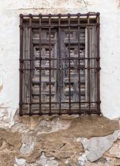 Ventana enrejada en Orgaz (Eduardo Estllez) Tags: espaa vertical ventana casa madera vieja oxido ruina antigua toledo historia antiguo abandono rejas nadie hierro castillalamancha orgaz enrejado obsoleto destartalado eduardoestellez estellez