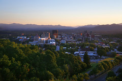 Asheville Summer Evening (yoelcita) Tags: city blue sunset summer mountains landscape atardecer evening nc downtown view asheville outdoor hill north ciudad ridge amanecer verano western carolina vista mountainside appalachian norte montaas puestadelsol wnc apalaches