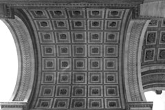 Arc de Triomphe, Paris (Peter uit Haarlem) Tags: paris arcdetriomphe bw