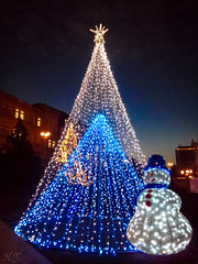 Christmas tree and snowman (Hasan Yuzeir) Tags: christmas tree snowman decoration night sky light newyear hasanyuzeir lg k8