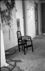 Dakota Crescent - Singapore (waex99) Tags: 2016 400iso dec epson iv kodak kiev singapore trix analog dakota film jupiter v500 crescent building housing empty relocation redevelopment ukraine urss ussr soviet 35f28 50f2 rangefinder telemetre chair interior house derelicted