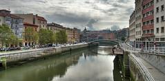 Le pont et le marché de la Ribera (Vincent Rowell) Tags: raw tonemapped hdr spain bilbao river ria bridge spain2016 basquecountry riberamarket riberabridge clouds reflections