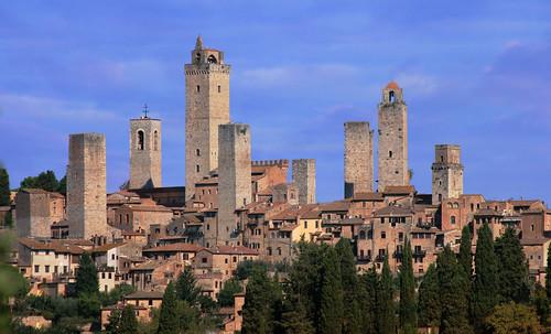 "Torres legendarias / Faros, minaretes, campanarios, rascacielos • <a style=""font-size:0.8em;"" href=""http://www.flickr.com/photos/30735181@N00/32493404466/"" target=""_blank"">View on Flickr</a>"