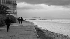nunca abandonarás tu mar (pepe amestoy) Tags: blackandwhite streetphotography people elcampello spain fujifilm xe1 carl zeiss t planar 250 zm leica m mount