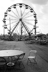 IMG_2255 (lucymagoo_images) Tags: canon eos rebel sl1 lucymagoo lucymagooimages ferris wheel ferriswheel table chairs bw blackandwhite monochrome