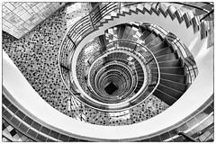 kle̱i̱n·ka·riert (michael_hamburg69) Tags: stairs stairway staircase spiral wendeltreppe wendel helix hamburg germany deutschland treppenhaus brahmskontor johannesbrahmsplatz kontorhaus kontor backstein daghaus karlmuckplatz lundtkallmorgen stahlskelett stahlskelettbauweise 1903 treppe treppenauge escalier geländer handlauf stufen stufe escala escalera scala 台阶 [臺階]táijiē jiētī 阶梯 [階梯]подниматься по лестнице крутая лестница artdéco tagdesoffenendenkmals denkmaltag