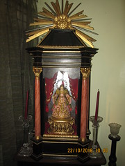 Marian Image in Urna (Leo Cloma) Tags: philippines manila marian image blessed virgin mary cloma urna