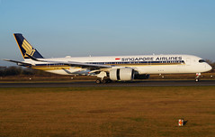 Singapore Airlines A350-941 9V-SMB. 21/01/17. (Cameron Gaines) Tags: cn 030 first flew toulouseblagnac 2nd april 2016 fwzfy the aircraft was delivered singapore airlines 19th flown from toulouse 20th arriving sin 21st current jan 17 941 9vsmb 05r manchester airport sq52 houston iah changed operating flights man boeing 77w a3509 explorer sun photography light aviation avgeek a350 airbus airliner aeroplane grass golden goldenhour blue sky clear frosty cold winter weather calm high pressure reverse thrust